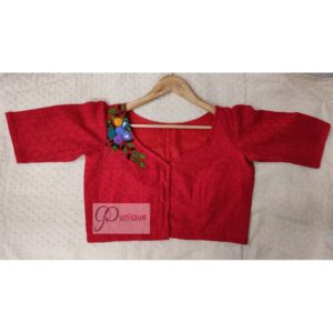 red hakoba with embroidery blouse